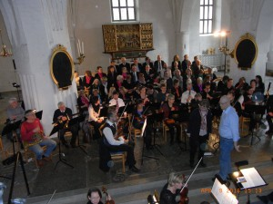 Före konserten i S:t Laurentii kyrka. (Foto: Sune Berglund)